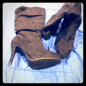Shoe dazzle heeled suede like boots size 10